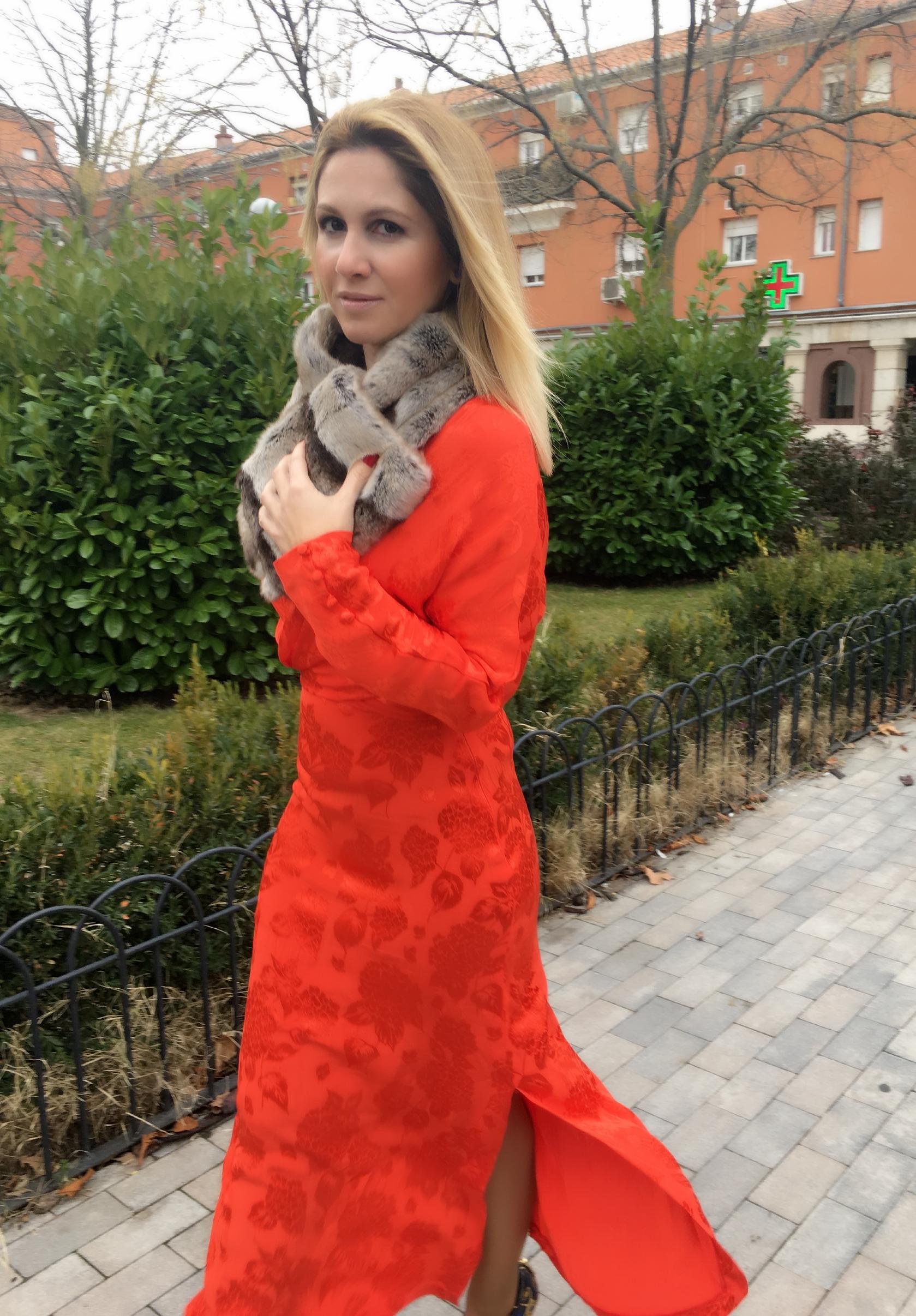 Dress: ZARA (Spring ´18); Shoes: ZARA (sales); Stole: Bougth in Paris;