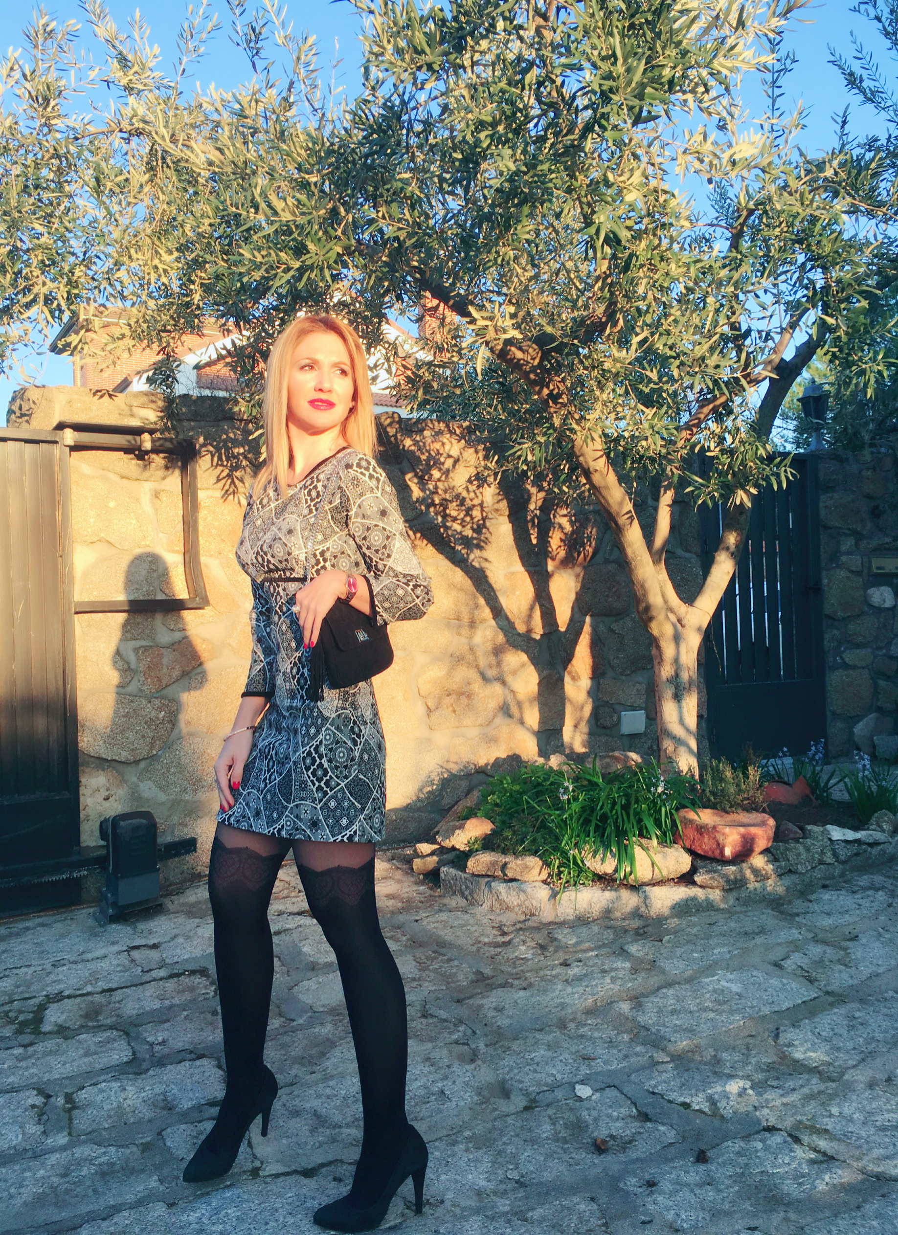 OUTFIT DETAILS: Dress: ZARA (old); Handbag: Gift from a friend; Swatch: MAREA; Stockings: CALCEDONIA; Shoes: MARIAN;