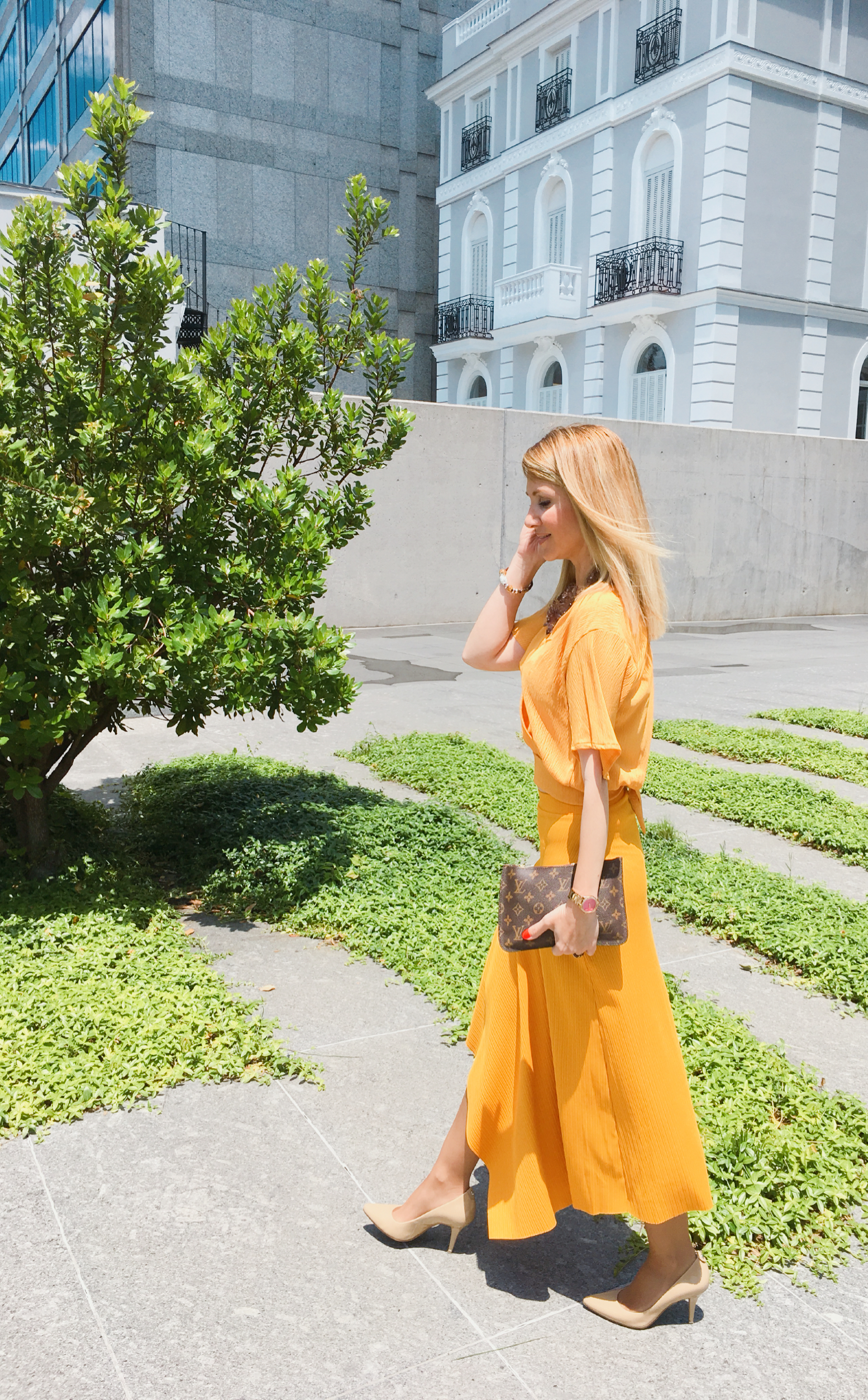 Mustard-yellow-outfit