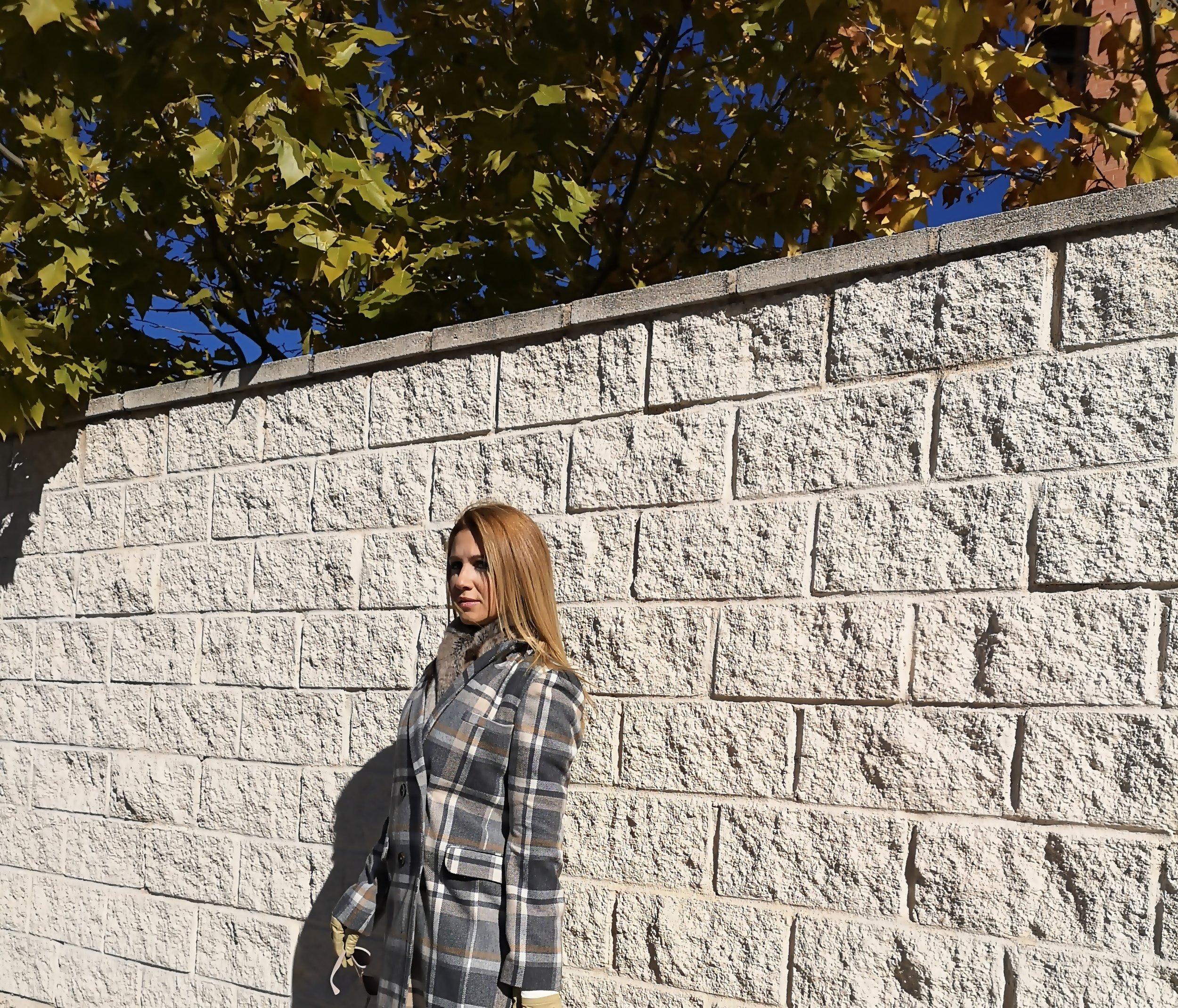abrigo-de-cuadros-gris