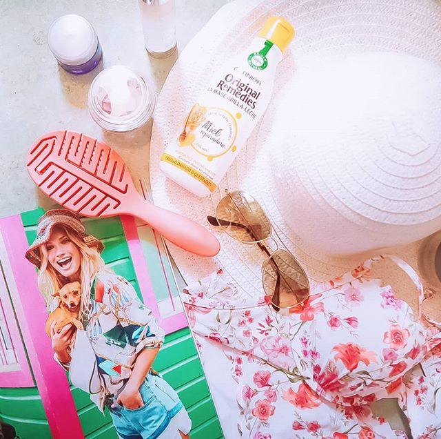 """Ahora que estoy en modo """"cuenta atrás de vacaciones"""" ya tengo claro lo que no puede faltar en mi equipaje este verano. Ya sabéis que me cuido muchísimo el pelo y estoy deseando probar #LaMascarillaLeche de #OriginalRemedies que es tan ligera que puede utilizarse a diario. Yo he escogido esta con miel para cabello dañado o quebradizo. Esta va a ser mi apuesta en vacaciones. Vais a probar vosotras algún producto nuevo este verano? Ya os contaré... de momento, disfrutad de las vacaciones!!! 💦🌼🍹 @garnier_es@trnd_es . . . #LaMascarillaLeche#trnd#haircareroutine#beauty#haircareexperience#beauty#Beautyexperience#staybeautiful#blogger"""