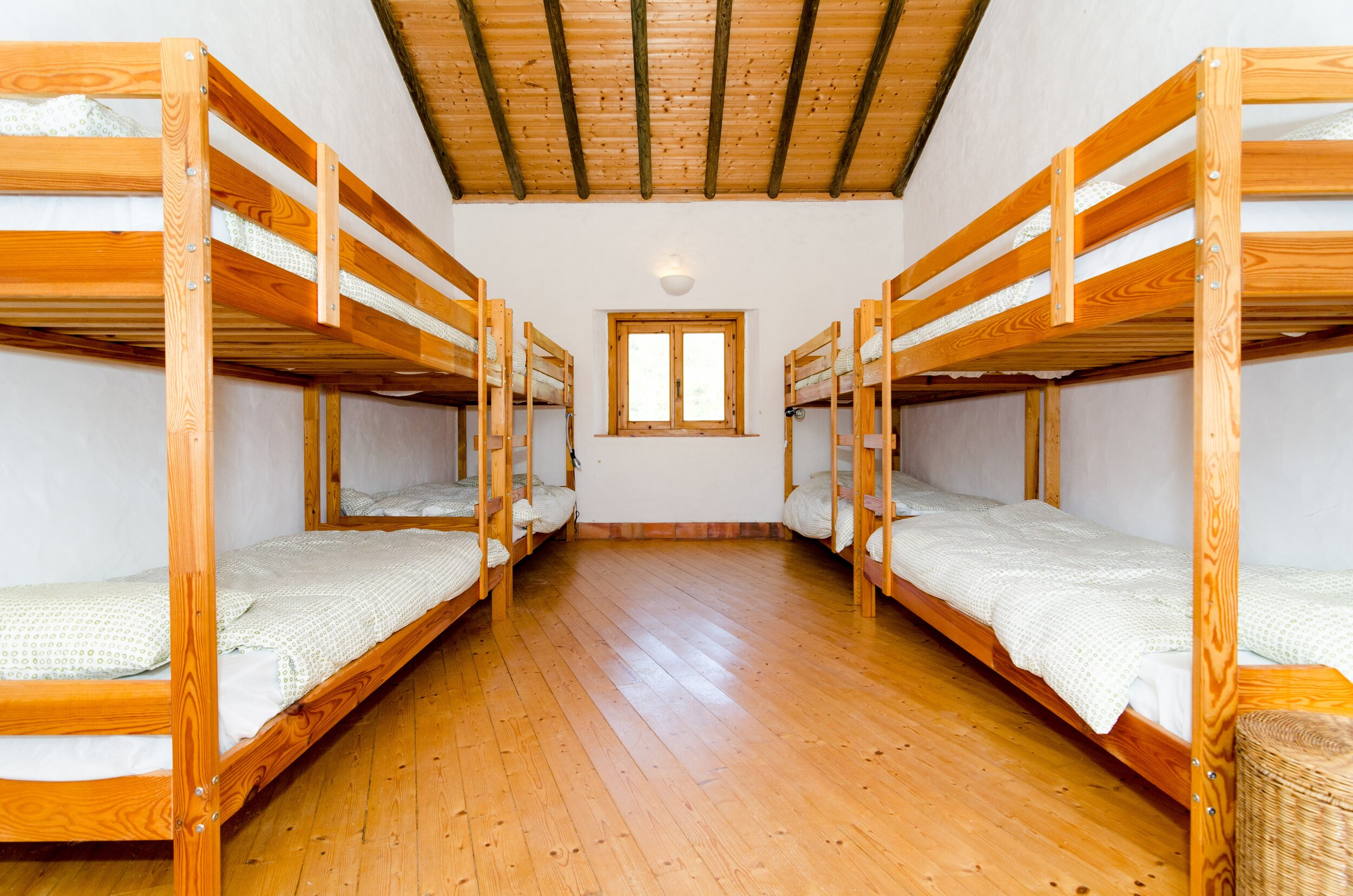 COSY BUNK BEDS   - SHARED ROOM. MAX 5 PEOPLE (TWIN BEDS)  - GENDER NEUTRAL ROOM  - SHARED BATHROOM / SHOWER / TOILET  - MORE COMMUNAL SHOWER / TOILETS AVAILABLE CLOSE BY   PRICE: EUR 1050 / PER PERSON