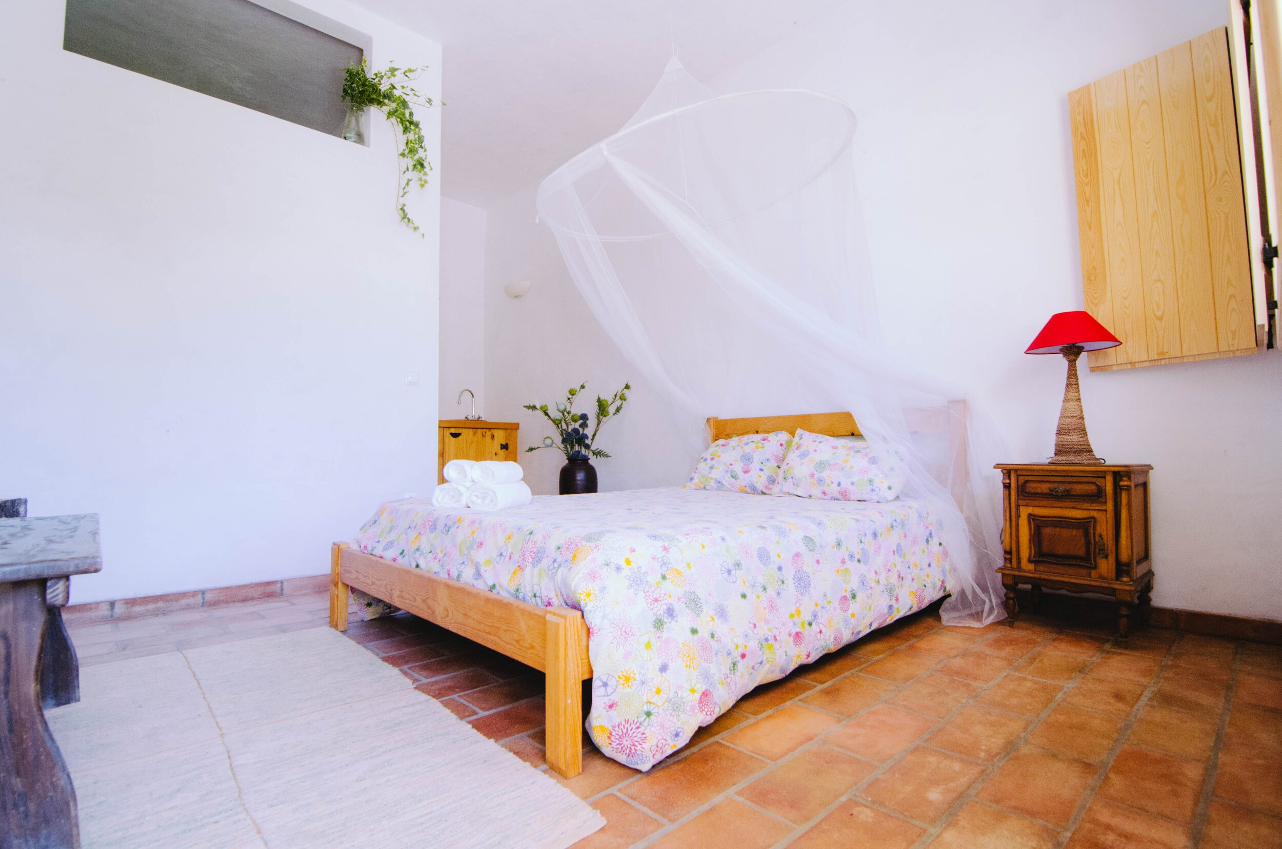 DOUBLE ROOM FOR SINGLE USE   - SINGLE ROOM FOR YOURSELF  - DOUBLE BED  - BATHROOM / SHOWER INSIDE THE ROOM  - KITCHENETTE   PRICE: 2100 EUR