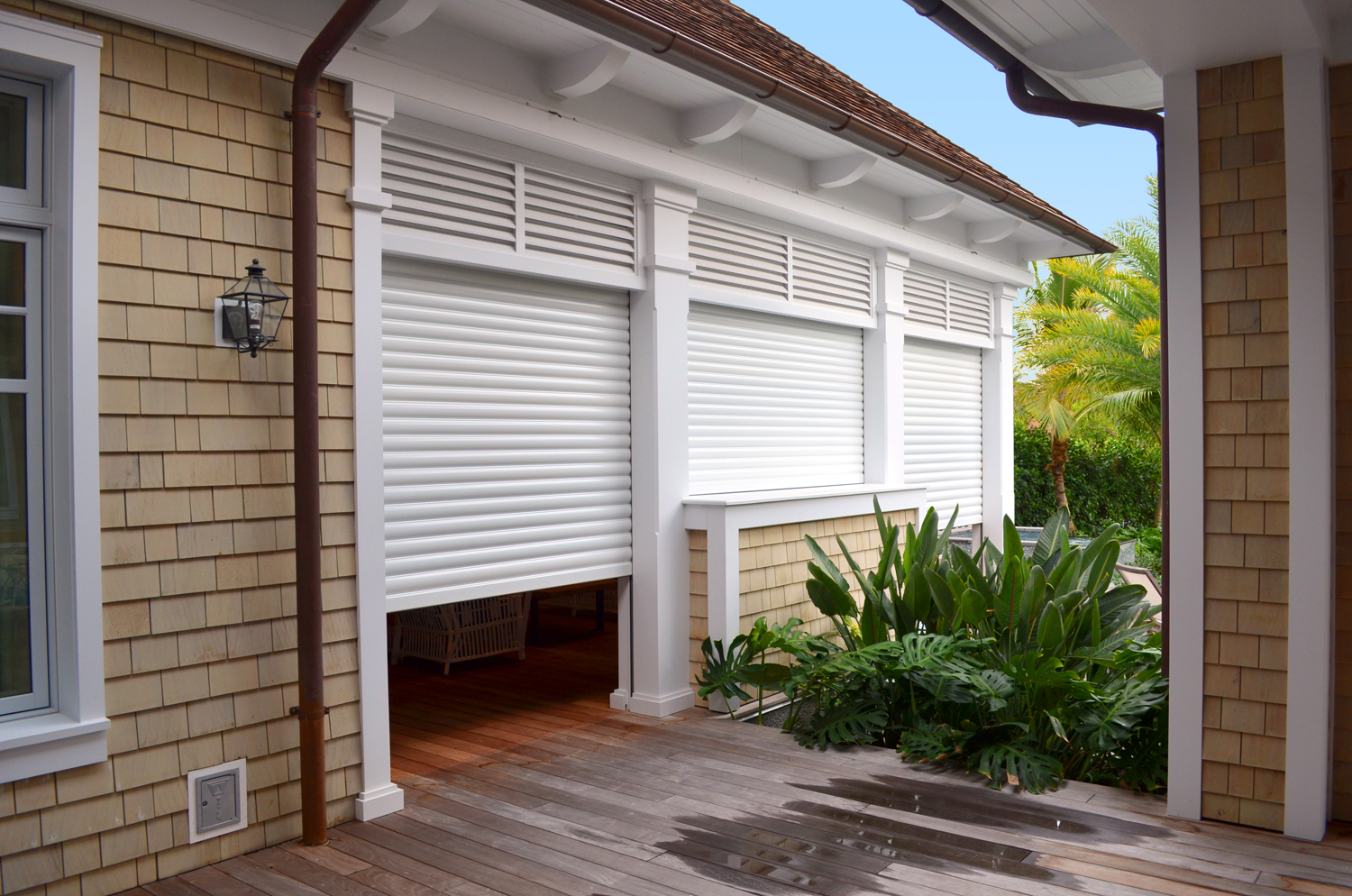 storm_roll_shutters_built-in_05.jpg