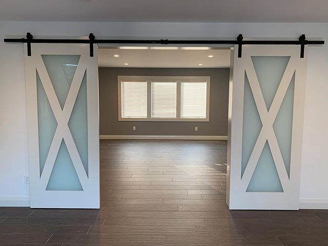 Master bedroom double barn doors with frosted glass #wkcoastalbuilders #modernhomes #lemieux #homeswellbuilt #liveswelllived