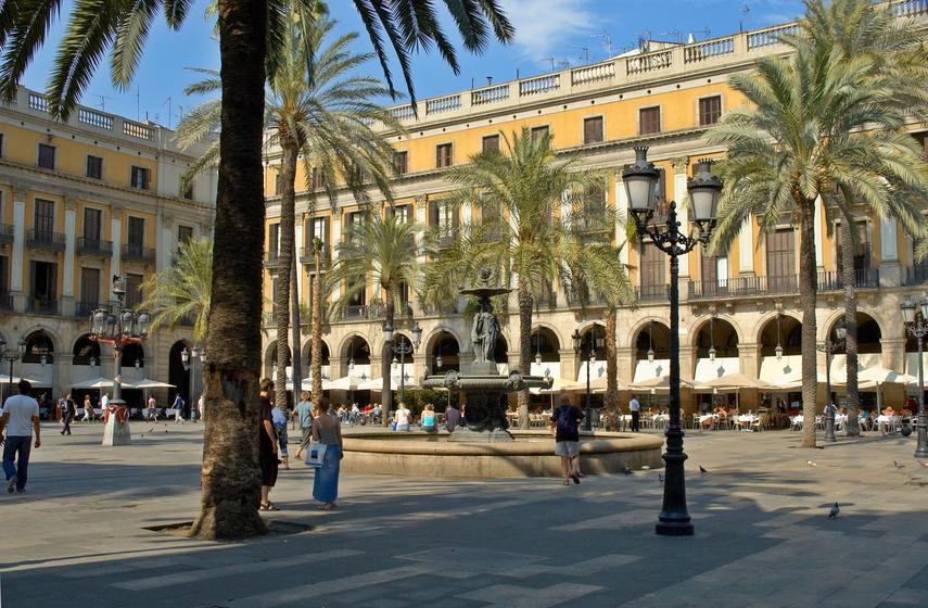 Barcelona, Plaza Reial, stock.jpg