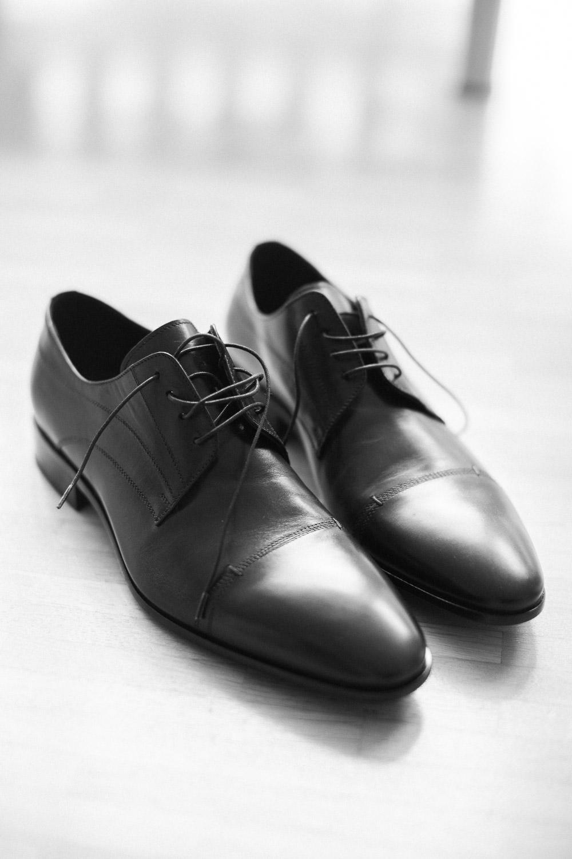 Details während der Hochzeitsreportage: Schuhe des Bräutigams