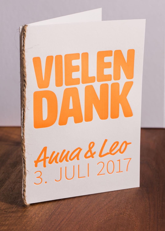 maleana-hochzeitskarten-mit-letterpress-neon-orange-008.jpg
