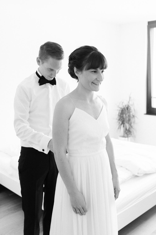 Braut und Bräutigam machen sich bereit für die Hochzeit in Luzern