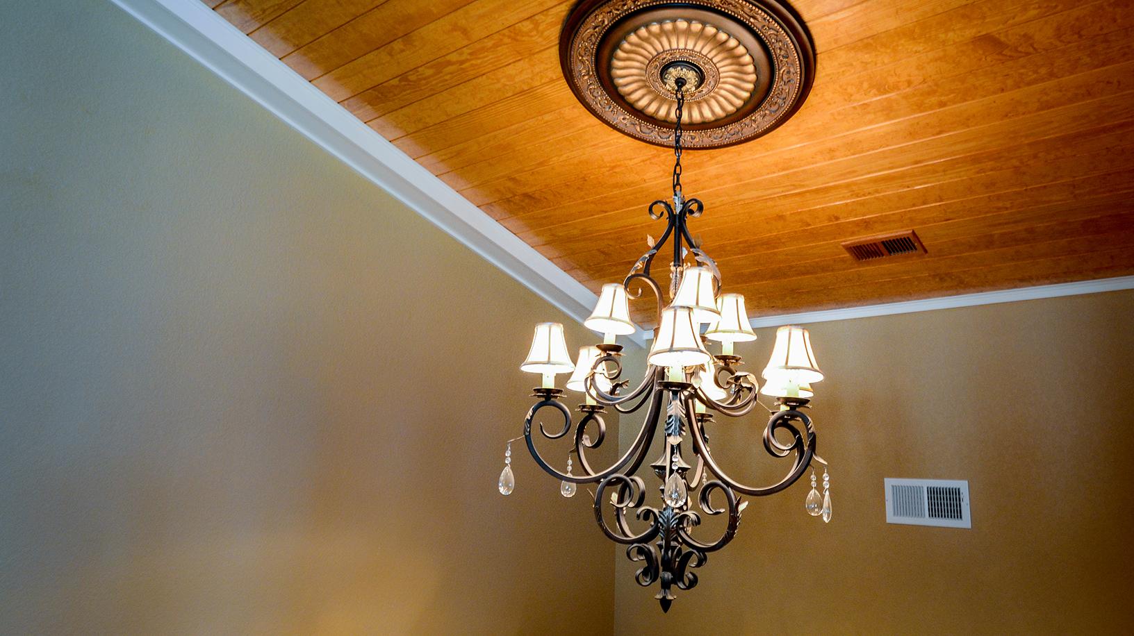 ER009-chandelier2.jpg
