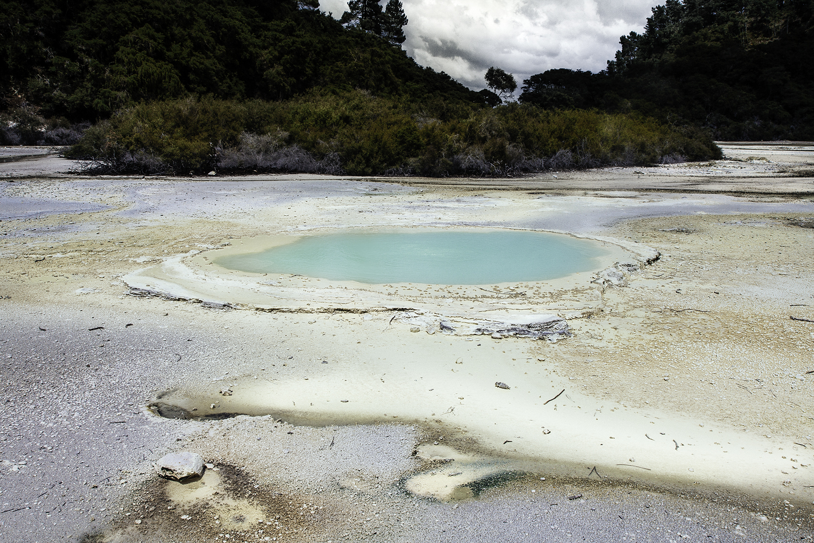 nz_geyser_blue_01_small.jpg