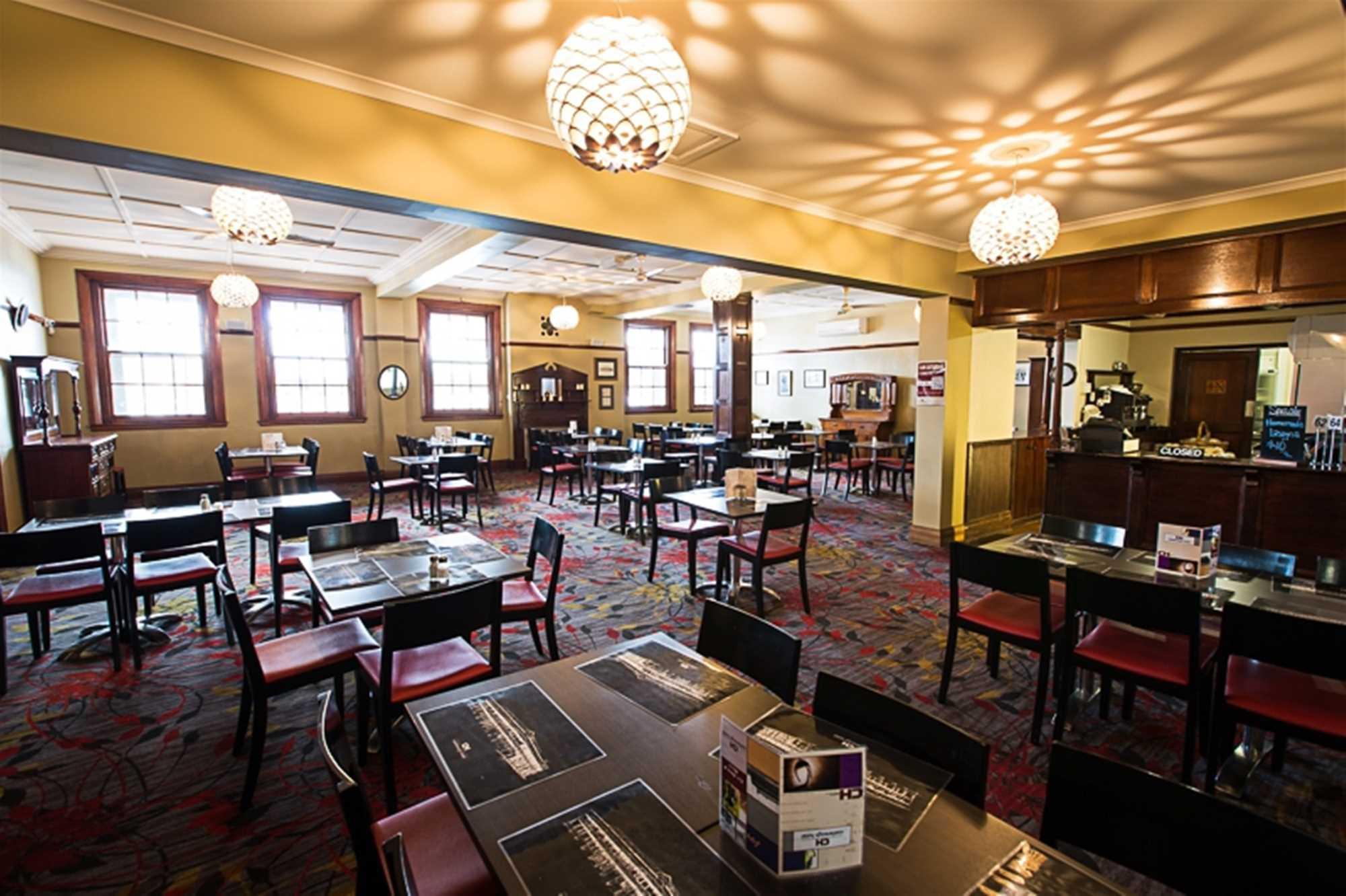 Castlereagh Hotel 4