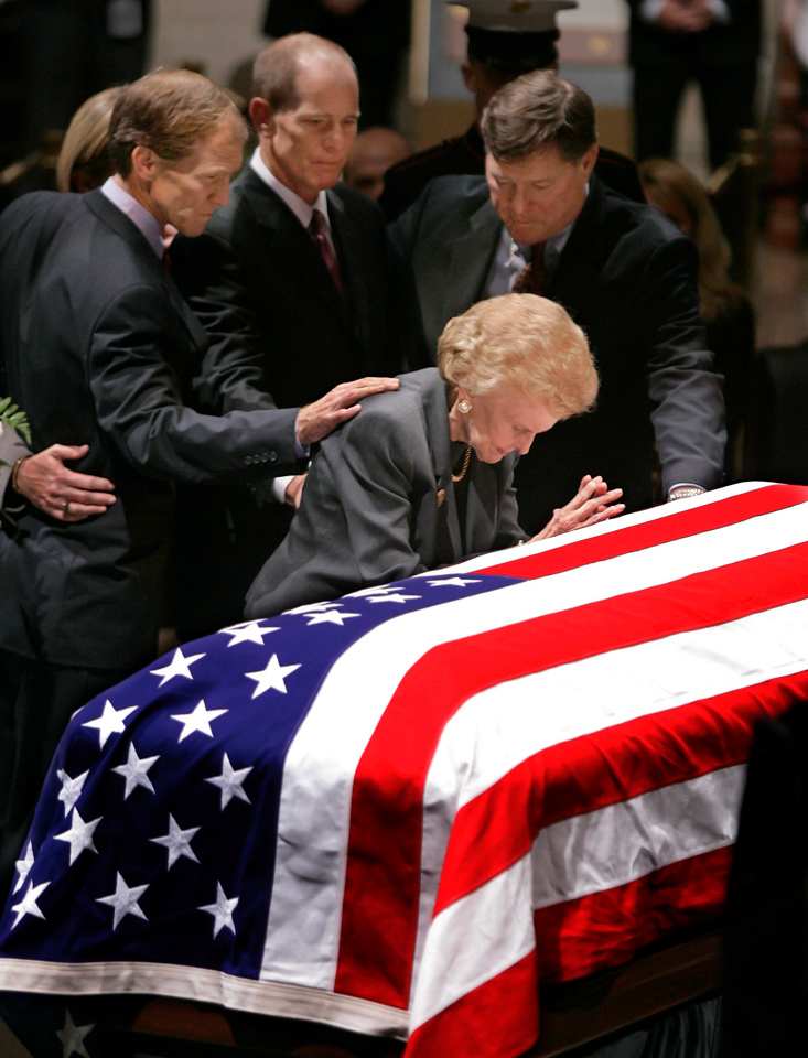 Betty Ford praying over the casket of her husband President Gerald Ford. Photo by Rex Larsen.