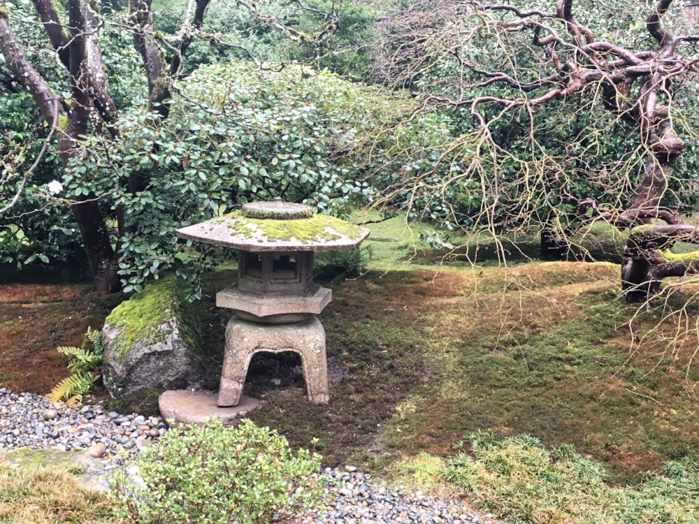 The ideal position for this type of lantern is with one foot extending out into the water, so the positioning was adjusted to create that appearance.