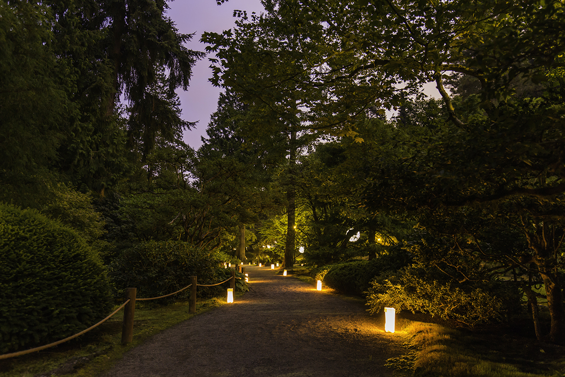 Luminaries lighting the pathways (Photo by SlickPix Photography)