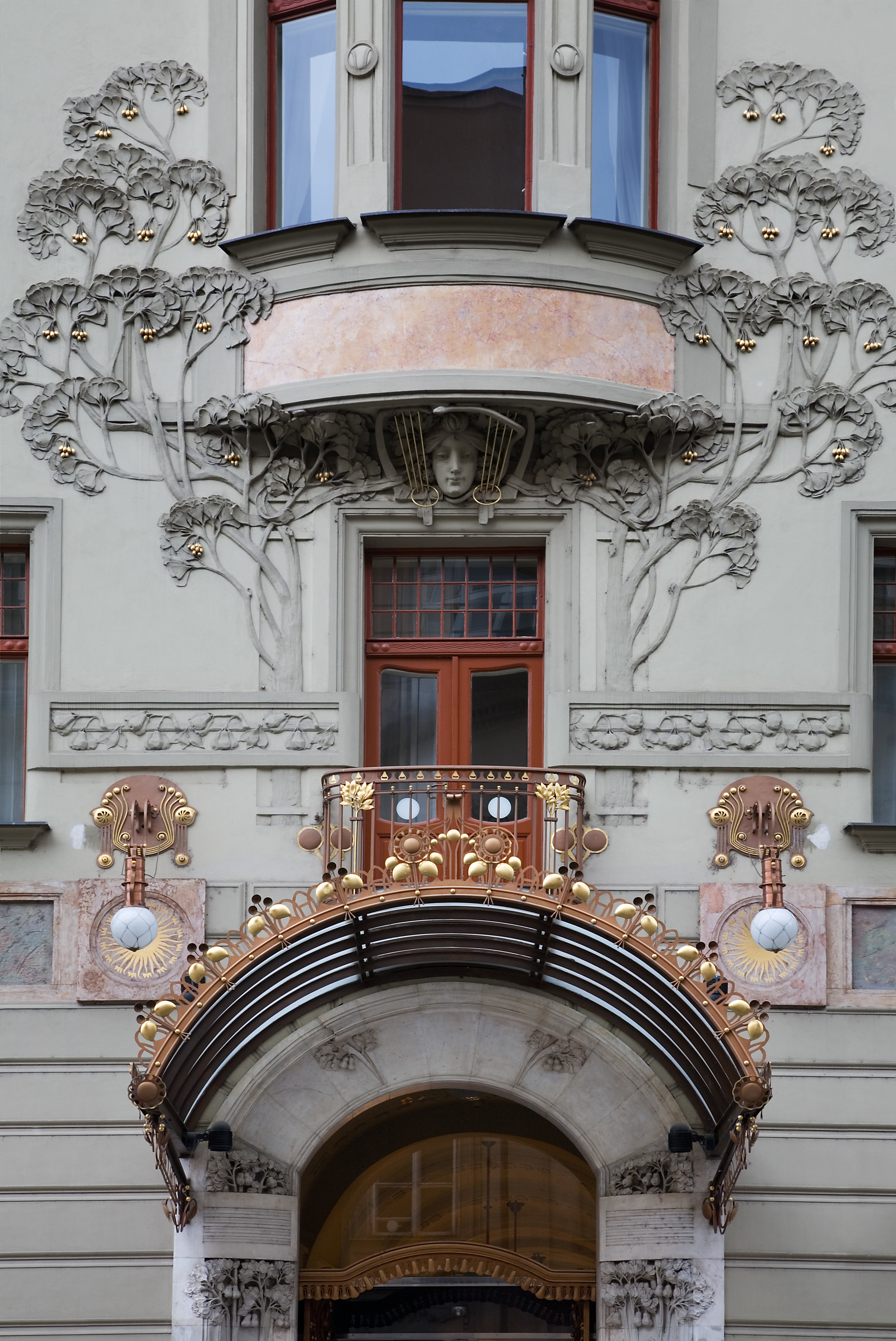 Art Nouveau façade of Prague's Hotel Central, featuring ginkgo leaves & seeds (Jorge Royan, 2014/ Wikimedia Commons)