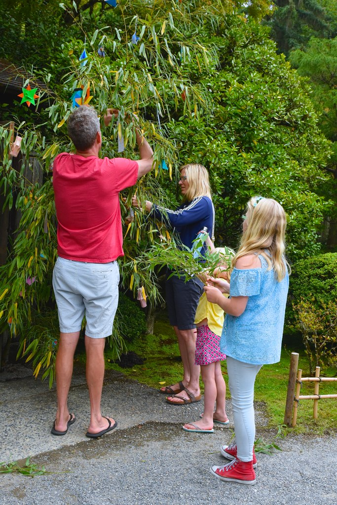Family hanging their wishes on bamboo (Photo: Aurora Santiago)
