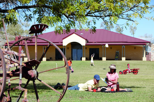 09-JUNE_CLONCURRY-PICNIC_029.jpg