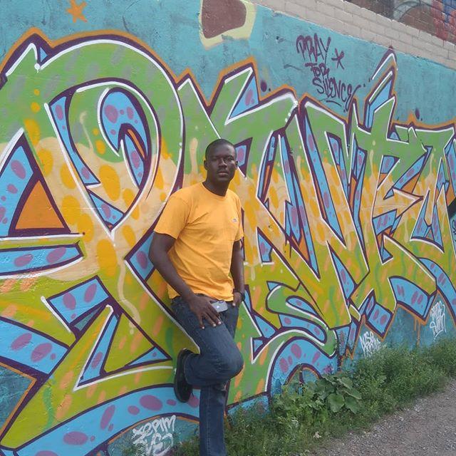 Mutombo Da Poet (@fotombo) getting ready to perform at @hamiltonyouthpoets August Slam feat @lexleosis .. .. .. #hamilton #hamiltonyouthpoets #mutombodapoet #renaissancemusic2018 #renaissancemusic5 #ghana