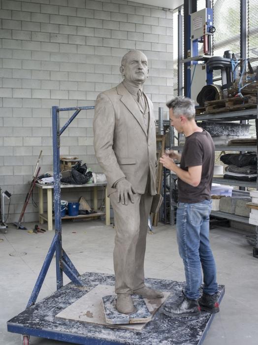 Charles Robb creating the likeness of General Sir John Monash  Image: awm.gov.au