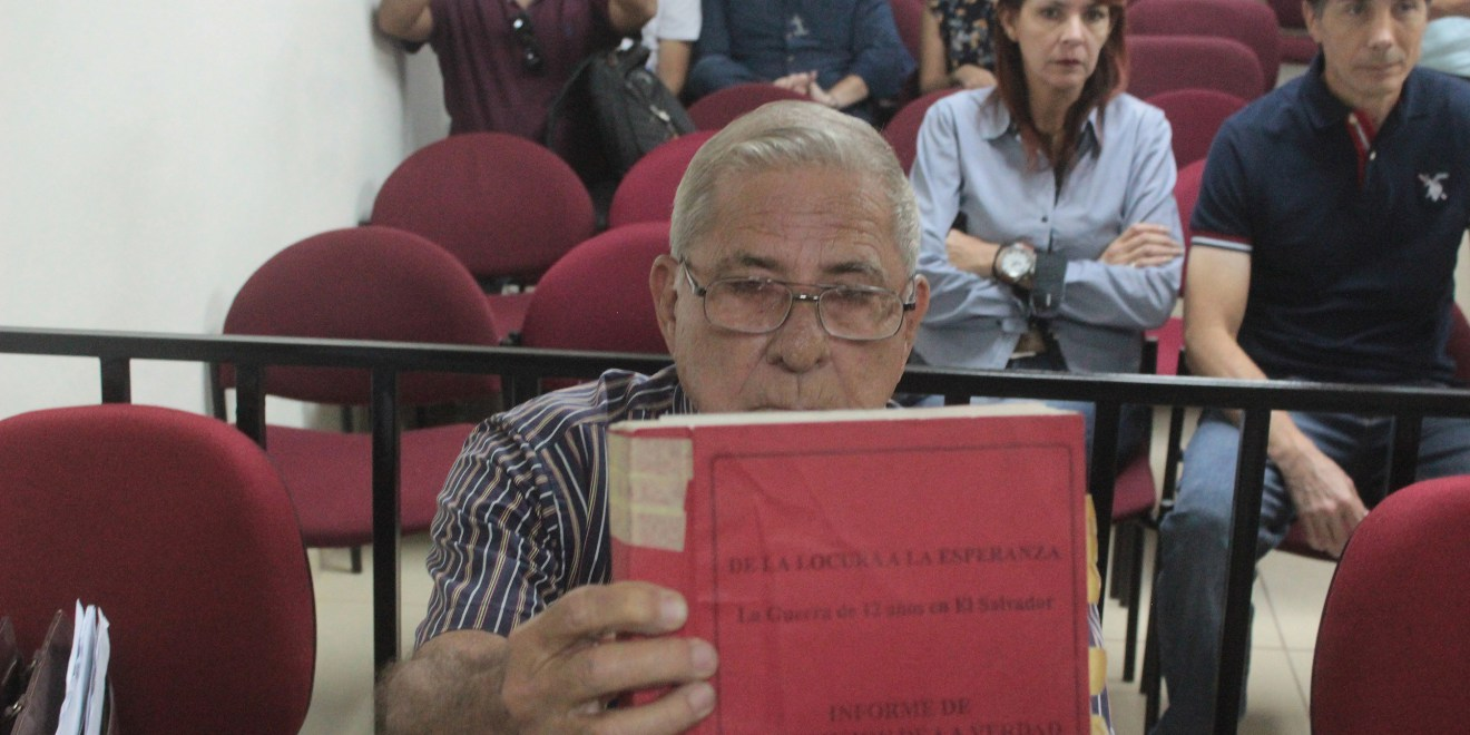 Former general Juan Rafael Bustillo, accused of being one of the intellectual authors of the El Mozote massacre, faces justice in the subpoena hearing. The hearing takes place in the First Court of Second Instance of San Francisco Gotera, Morazán. Photo Journal Co Latino / David Martínez.