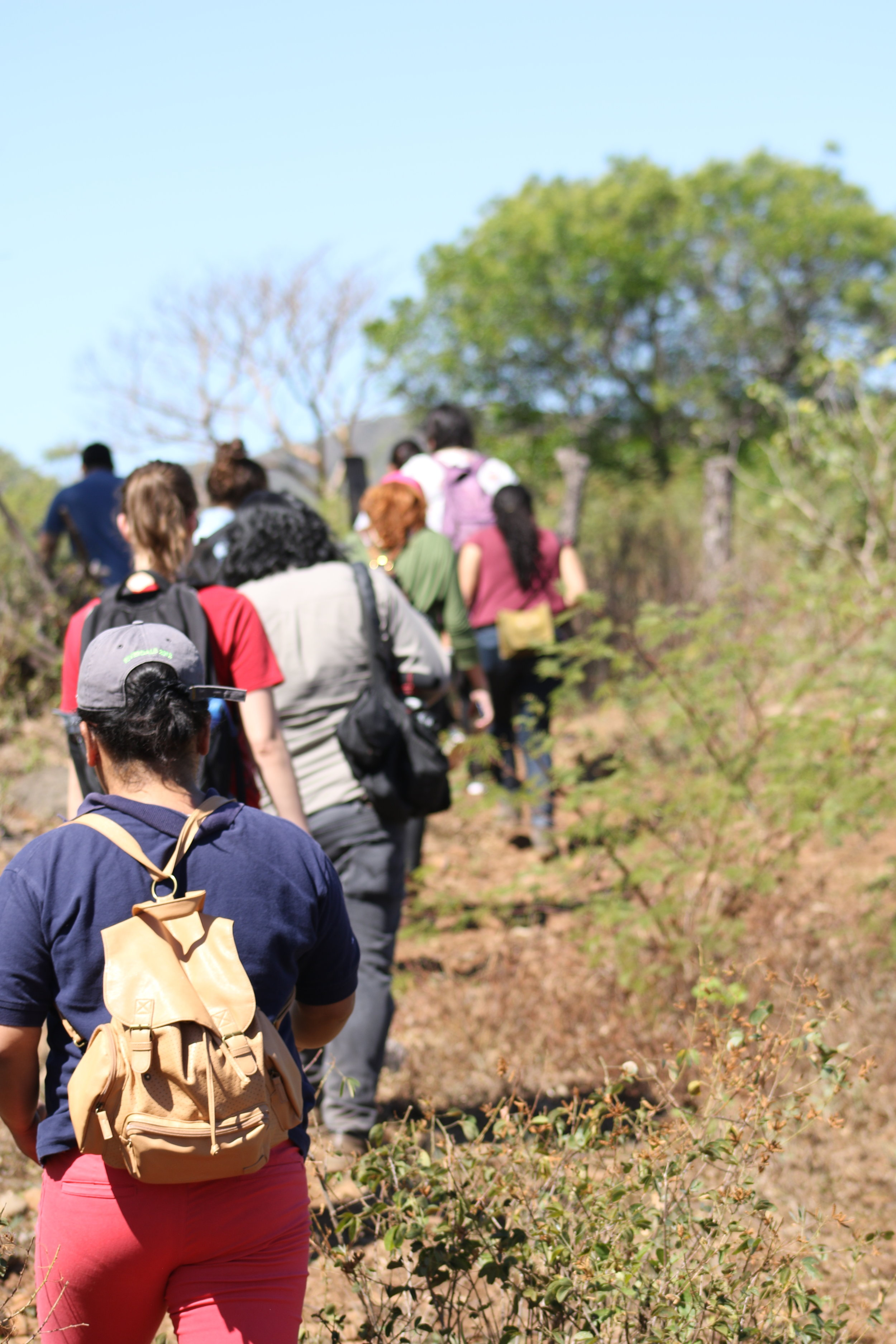 Journalists and human rights advocates follow witnesses and judicial experts around El Calabozo. / Photo Cristosal