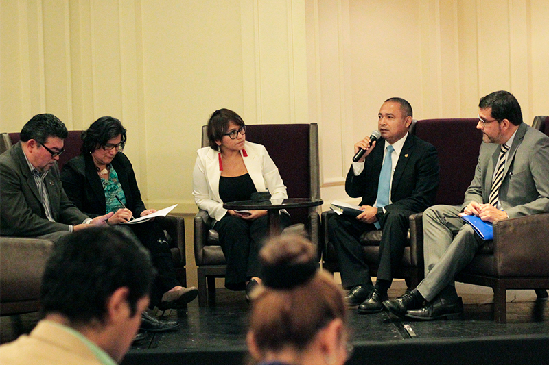 Mauricio Ramírez Landaverde speaking during the panel discussion at the release of Cristosal's 2017 Report on Forced Displacement in El Salvador / Photo Cristosal