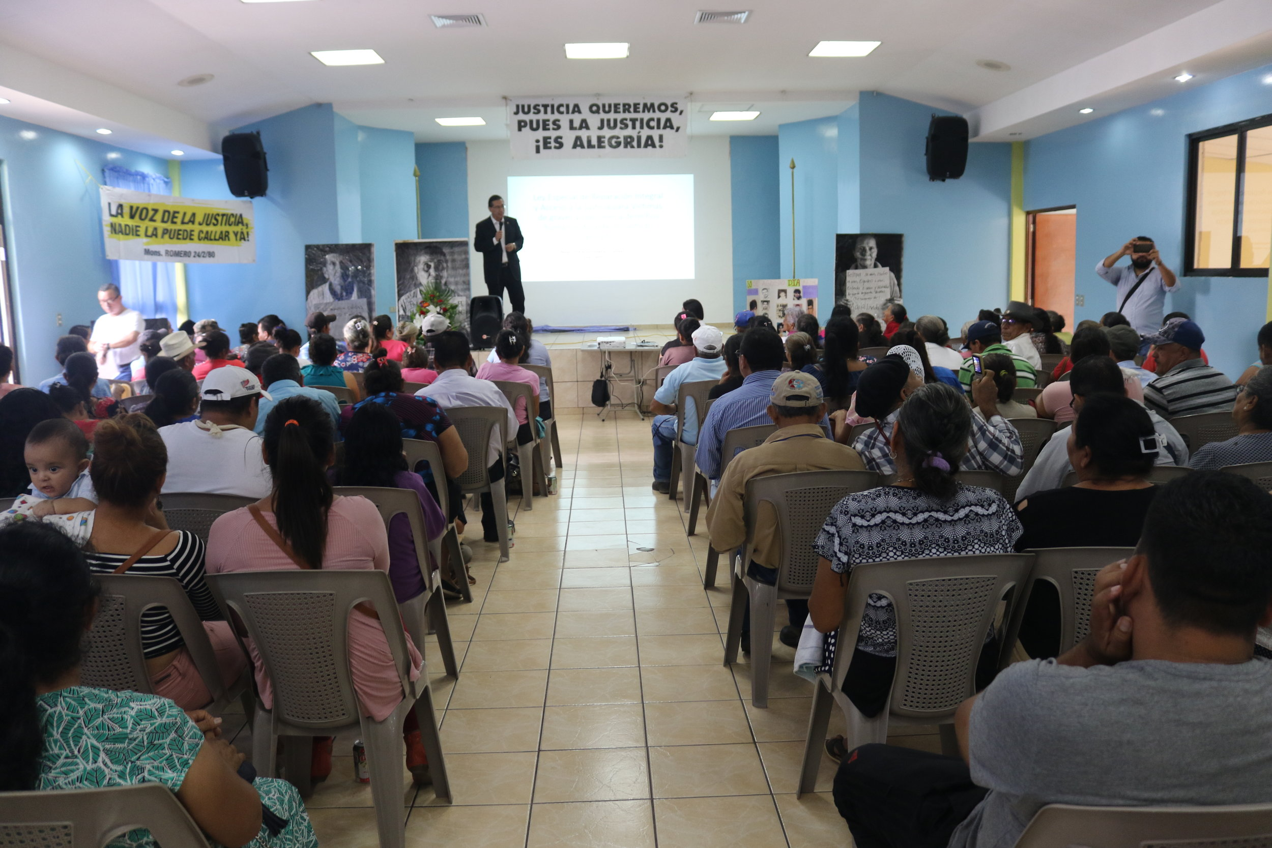 A forum with victims of the armed conflict to approve the law they presented in May 2019.
