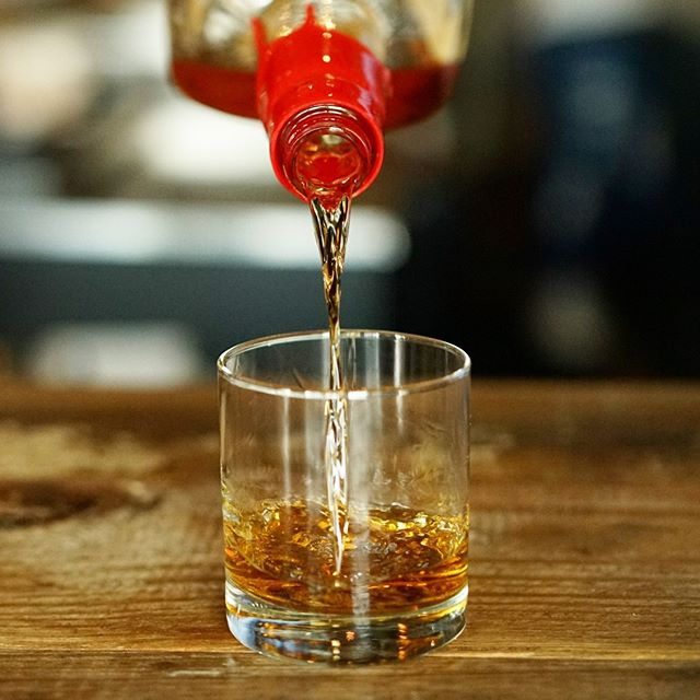 #whiskeywednesday has arrived.  We have the whiskey we just need you. #cheers 🥃 . . . . . . #southmainkitchen #alpharetta #alpharettaga  #whiskey #whisky #bourbon #scotch #sipdark #whiskeygram #drinks #dontdilute #whiskygram #happyhour #instadram #whiskyporn #instawhisky #wednesday #scotchporn #whiskylove #dramming