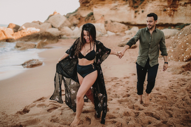 00019_868A7442-ASE_preboda_playa_engagement_weddingengagement_engagementsession_mar_ernestovillalba_cadiz.jpg