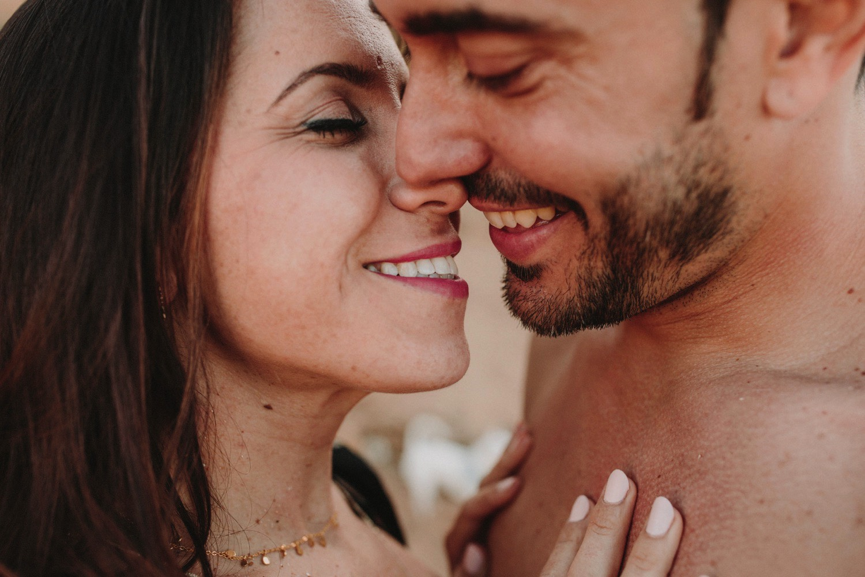 00027_868A8105-ASE_preboda_playa_engagement_weddingengagement_engagementsession_mar_ernestovillalba_cadiz.jpg
