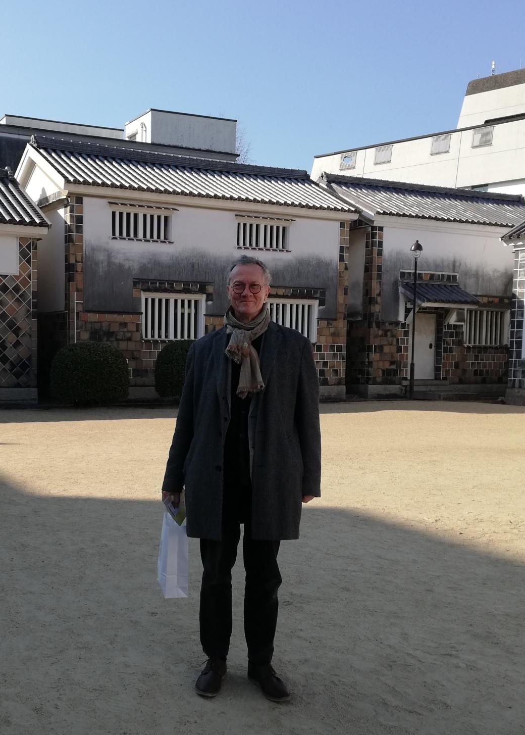 Simon outside Craft Art Gallery of Ohara Art Museum in Kurashiki.