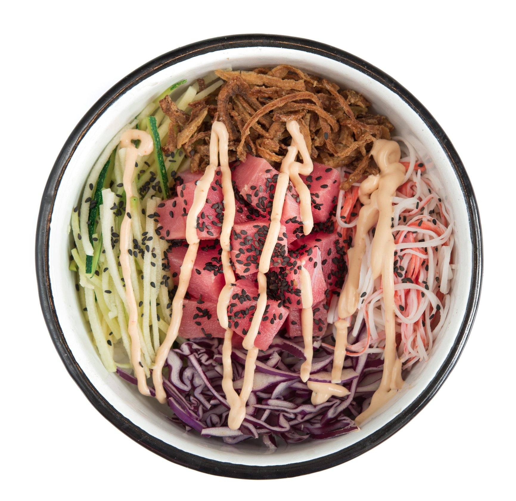 ALI'I BOWL - Mediano: 26.o00. Grande: 30.000Arroz de sushi, atún, zucchini noodles, palmito de cangrejo, cebolla crunch, repollo, ajonjolí, sriracha mayo.