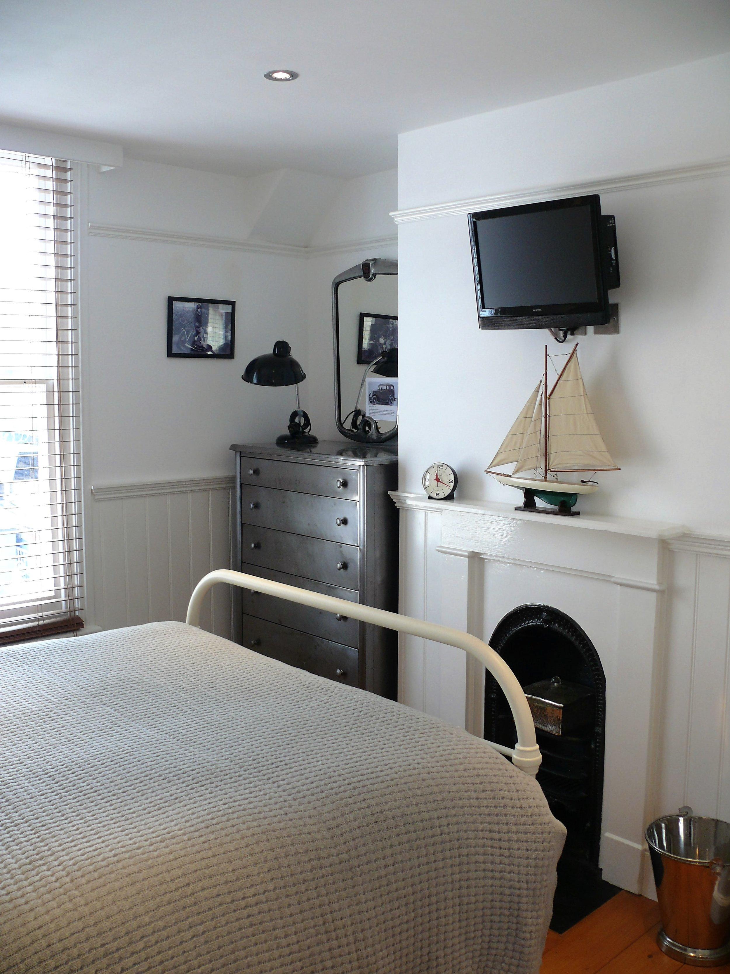 Cap Bedroom 2.jpg