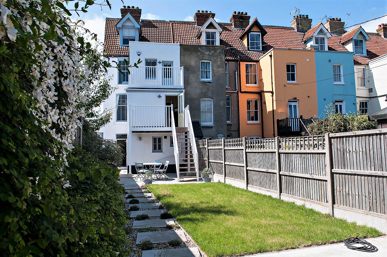 Wavecrest rear garden.jpg