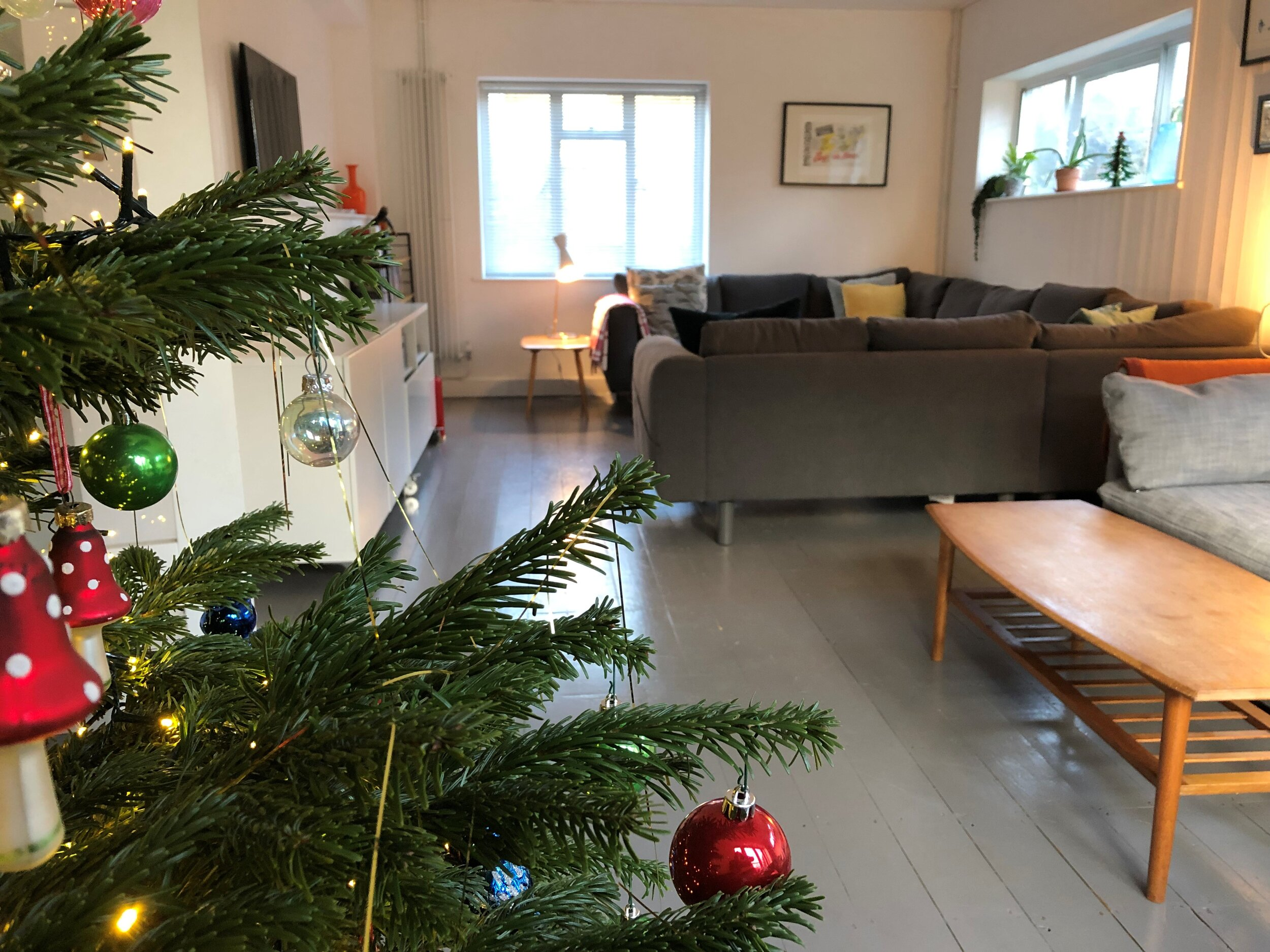 The Firs - sleeps 12 and a dog - 5 bedrooms, 2 bathrooms, additional wc, large kitchen and dining area and spacious lounge, centrally located and private parking for up to 4 cars.