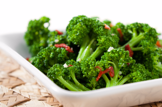 Steamed Broccoli with Sun-dried Tomatoes