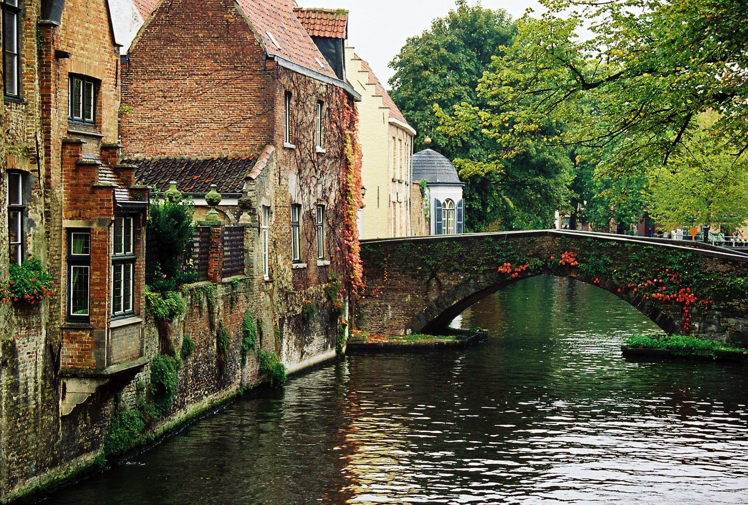 BE_Bruges_Canalview.jpg