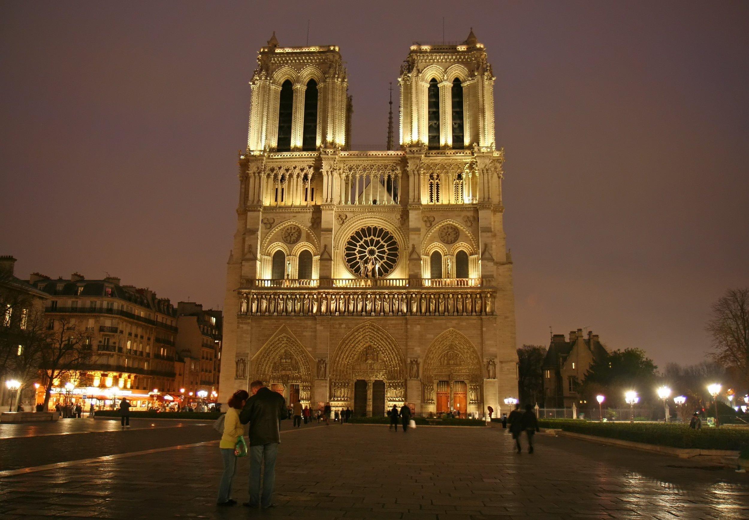 F_Paris_NotreDameNight_XL.jpg