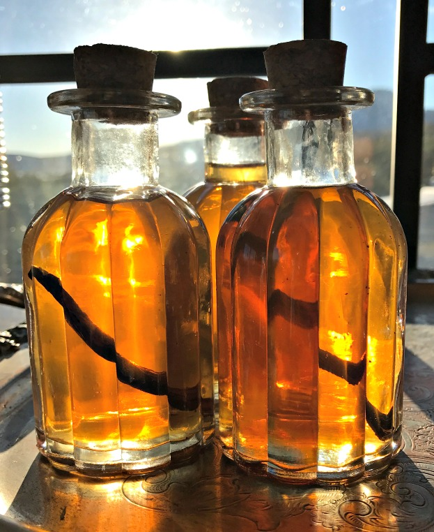 Homemade Vanilla Extract  makes a beautiful gift!