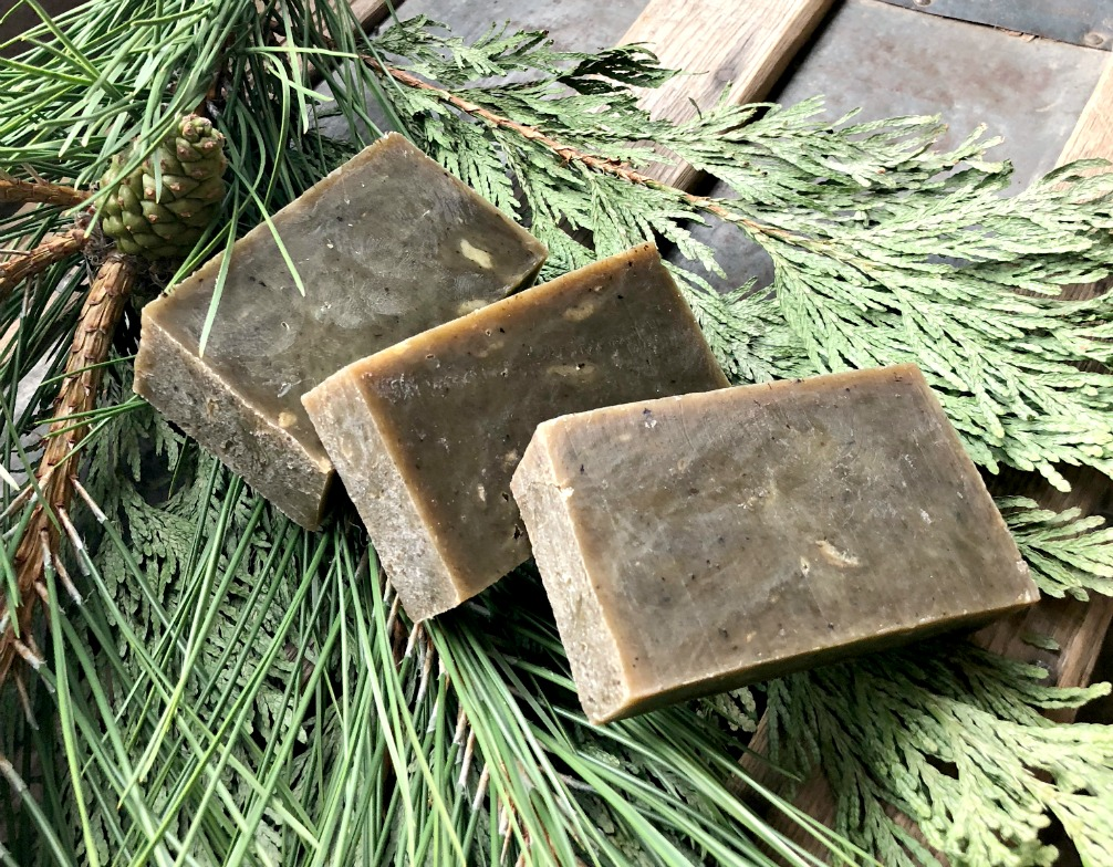 This rustic soap is perfect for giving as a gift for the holidays or any time. You can combine it with a natural handmade basket too!