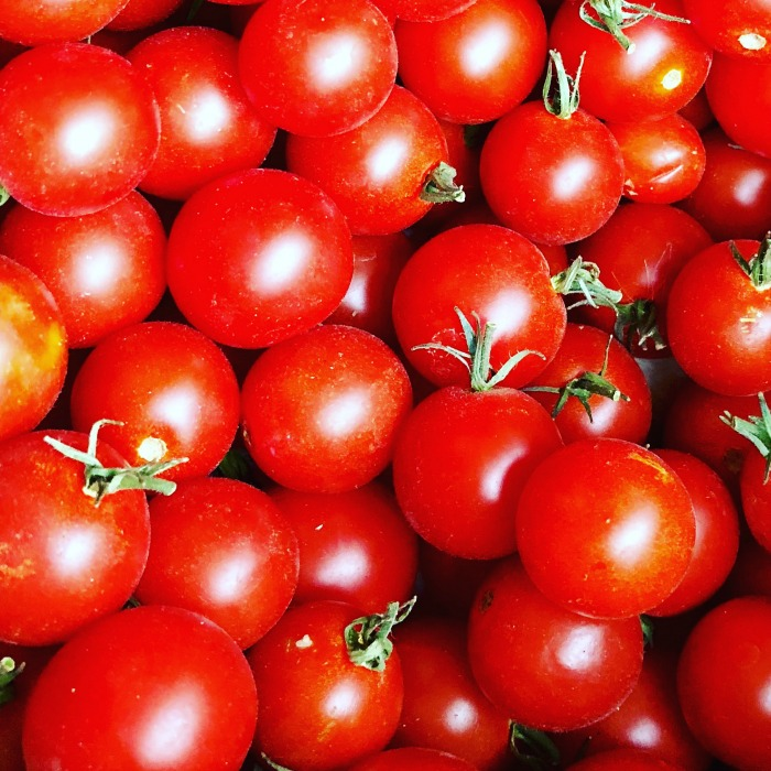 Do you have tons of cherry tomatoes in your garden you need to use up before winter? Try this fermented cherry tomato recipe! It's SO good!