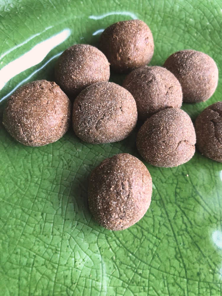 I love these Energy Support Balls—-Maca, Cinnamon, Ginger, and a little Cayenne! Powerful stuff!