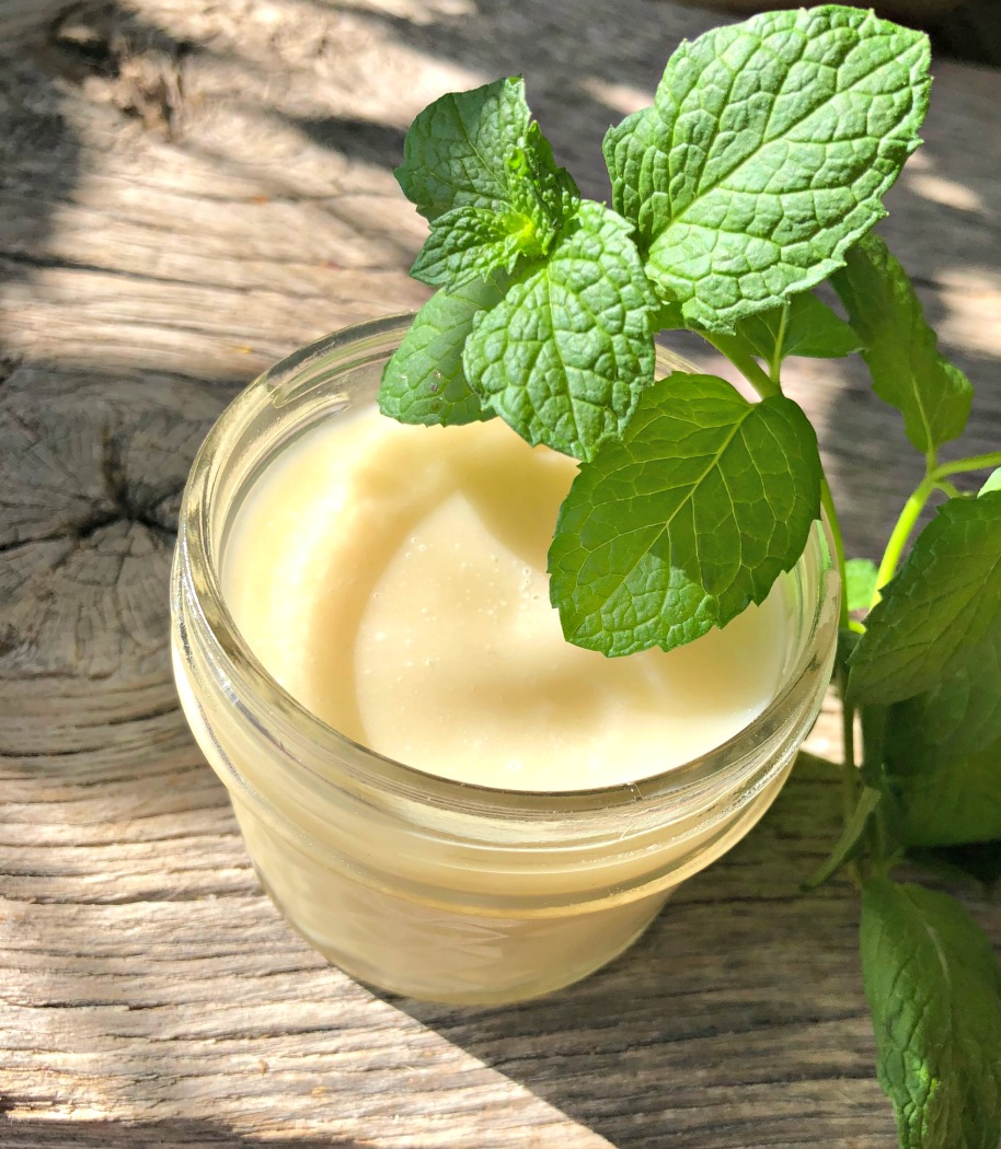 Homemade deodorant is SO easy to make. AND it's better for you, too!