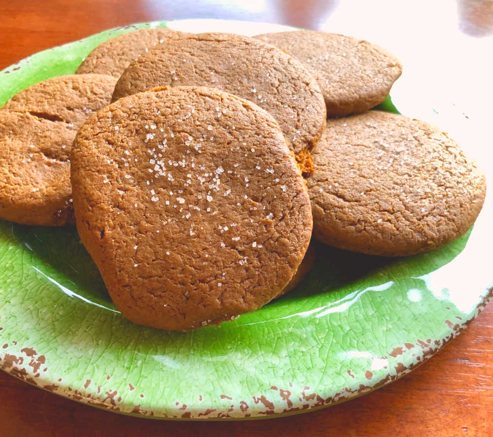 Here's my version of these fabulously delicious einkorn gingerbread cookies!