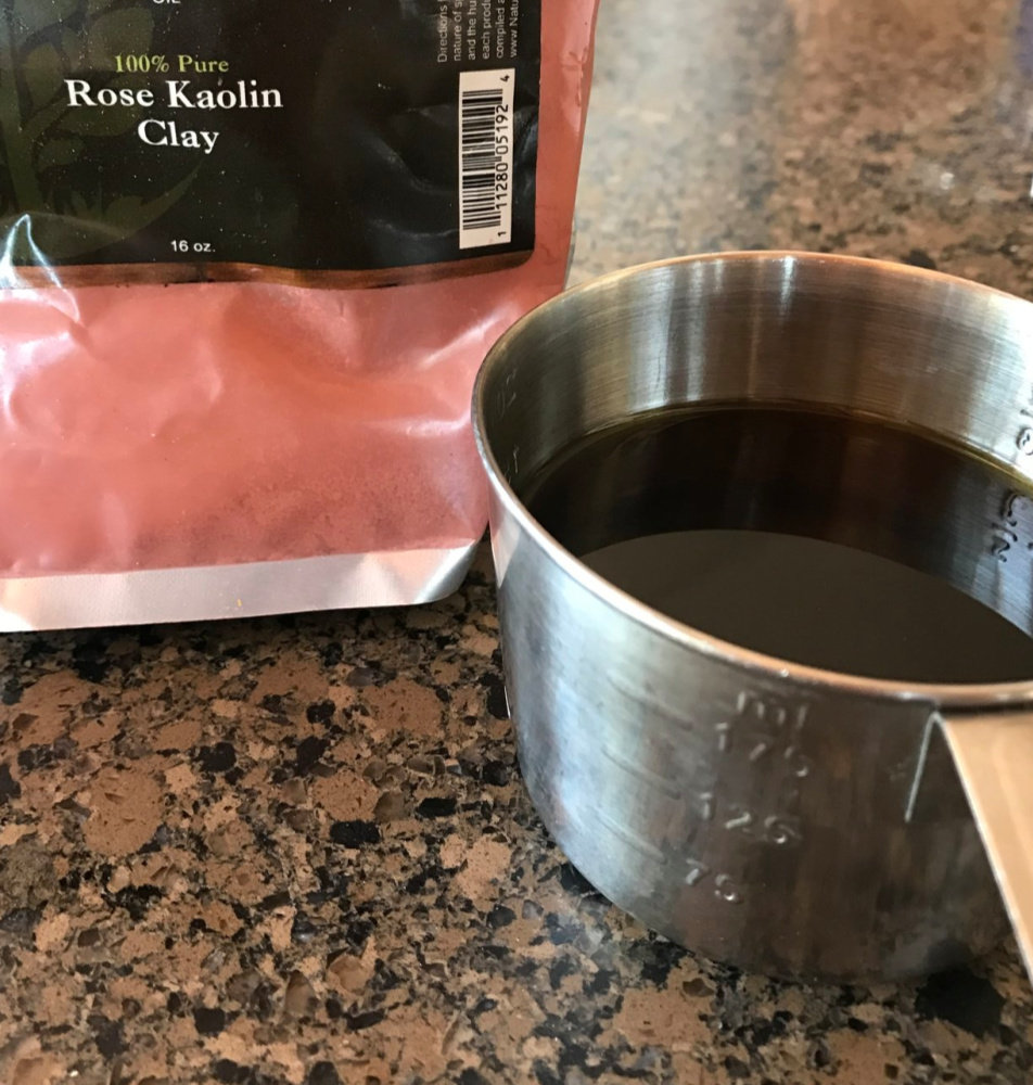 Here is the colorant and scent: Rose Kaolin Clay for this batch, along with the essential oil blend of Cinnamon, Vanilla, and Patchouli. Yum!