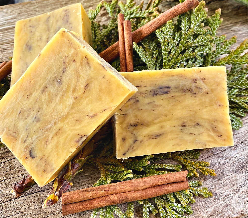 The cedar, cinnamon, and lemongrass scents combine for the most delicious scent…..