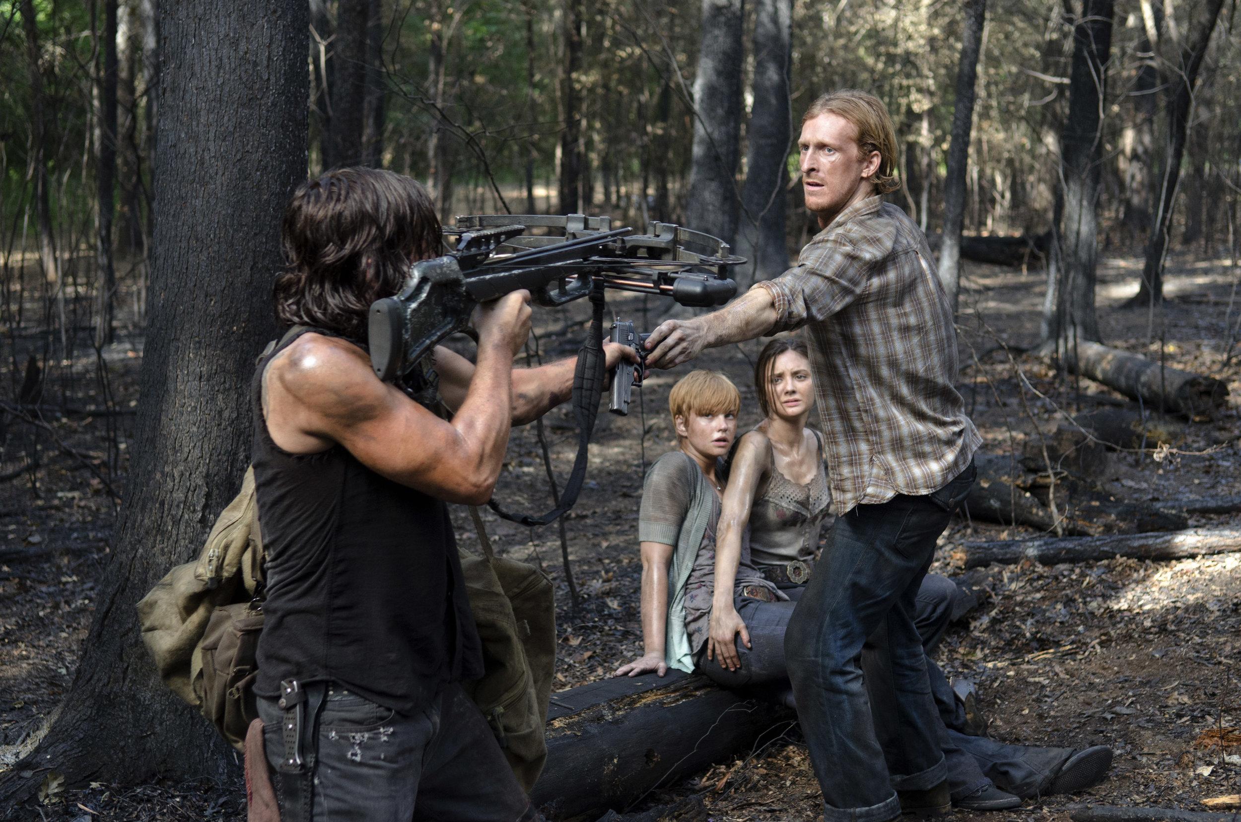 Daryl-Takes-Dwights-Gun-in-The-Walking-Dead-Season-6-Episode-6.jpg