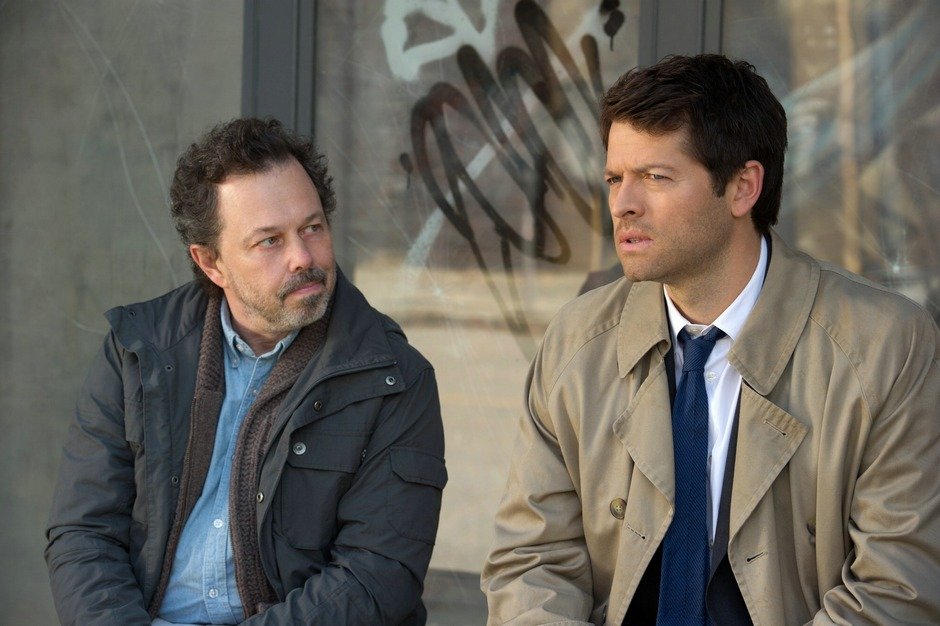Curtis-Armstrong-and-Misha-Collins-in-SUPERNATURAL-Episode-2.23-Sacrifice-2.jpg