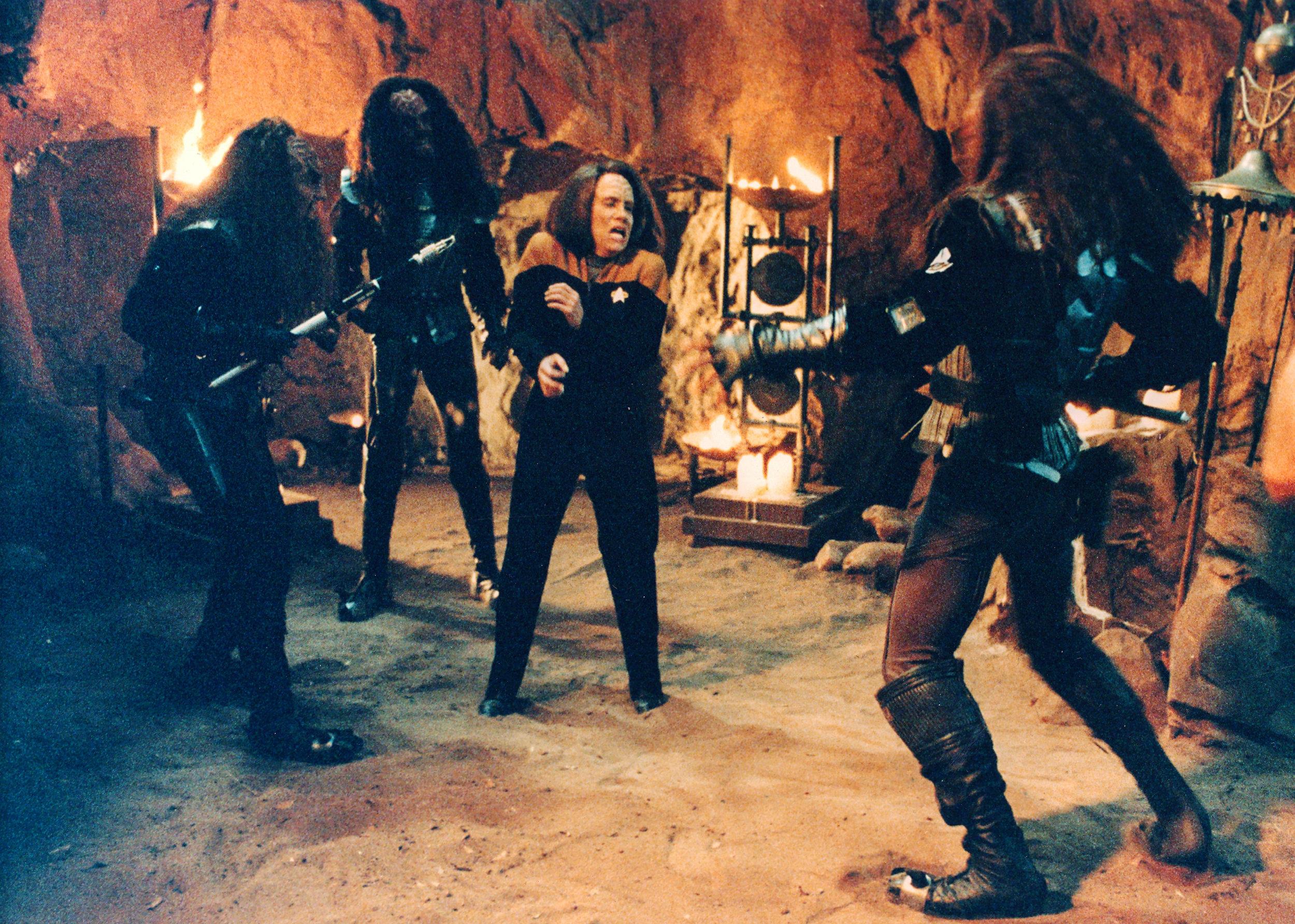 Tom Klingon Leslie Torres Voyager.jpg